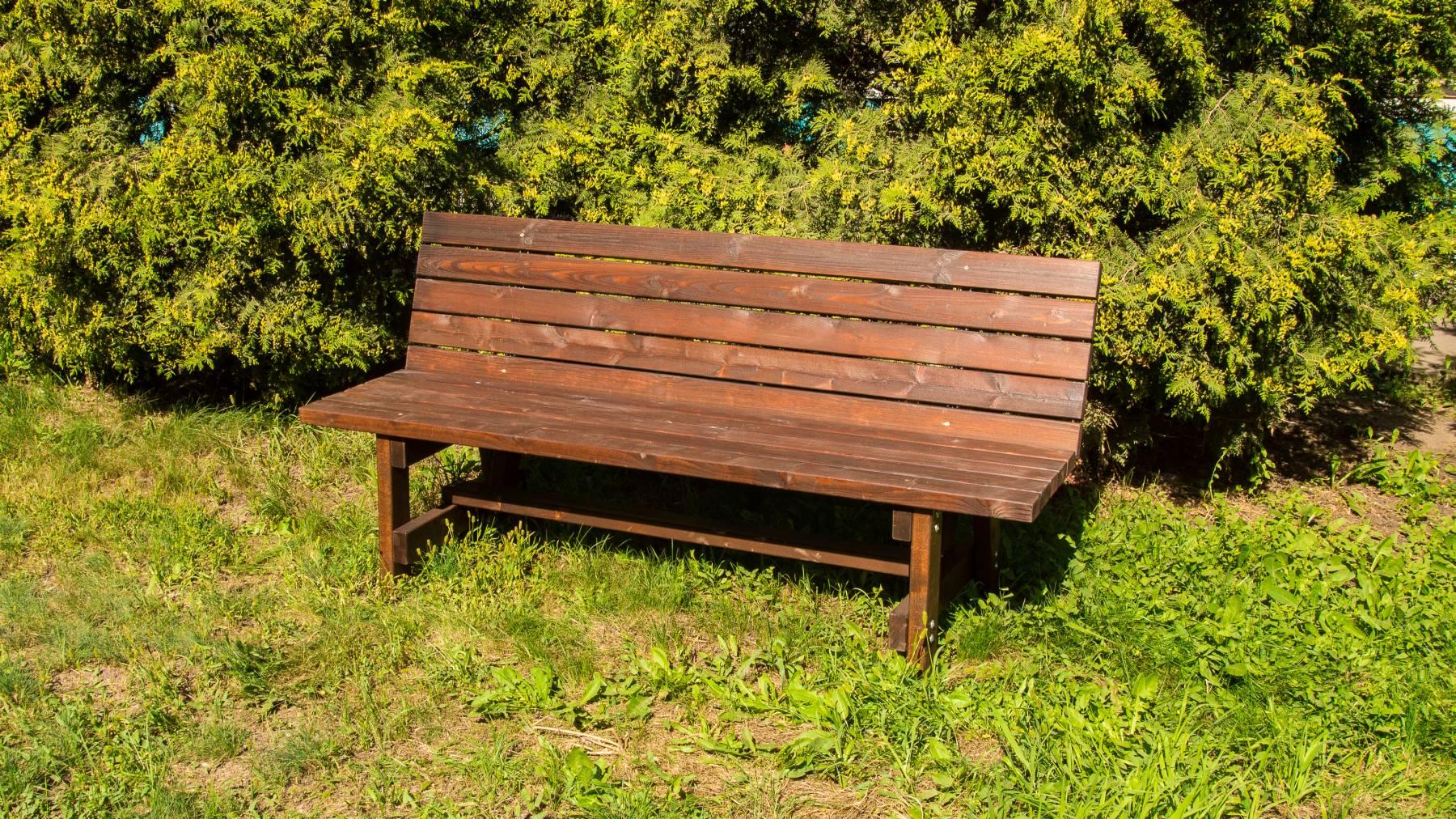 Выбираем садовую скамейку